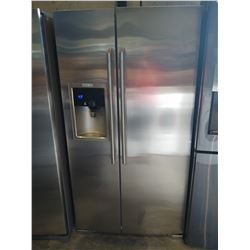 ELECTROLUX STAINLESS STEEL FRENCH DOOR FRIDGE / FREEZER WITH WATER AND ICE