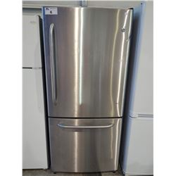 GE STAINLESS STEEL FRIDGE WITH BOTTOM FREEZER