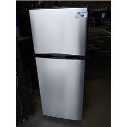 INSIGNIA APARTMENT SIZED FRIDGE / FREEZER