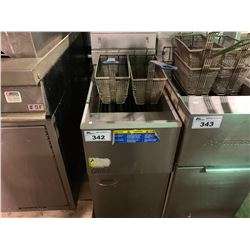 PITCO STAINLESS STEEL COMMERCIAL DEEP FRYER WITH 2 BASKETS