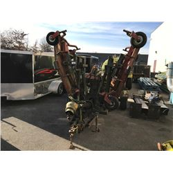 """2002 FARM KING 375"""" PINTLE HITCH BED MOWER ON TRAILER, RED, VIN # 89291290028008222,"""