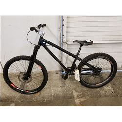 BLACK UNKNOWN BRAND MOUNTAIN BIKE