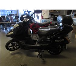 BLACK EMMO ELECTRIC SCOOTER (NO KEYS OR CHARGER)