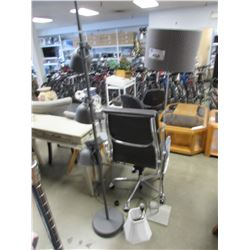 2 STANDING FLOOR LAMPS & SMALL TABLE LAMP