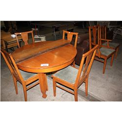 ANTIQUE OAK TABLE WITH 3 LEAVES AND 6 CHAIRS