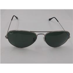 PAIR OF AUTHENTIC RAY-BAN METAL FRAME AVIATOR SUNGLASSES (MODEL RB 3025) *CHIPS*