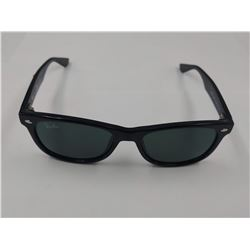PAIR OF AUTHENTIC RAY-BAN CHILD'S SUNGLASSES (RJ 9052S) *SCRATCHES*