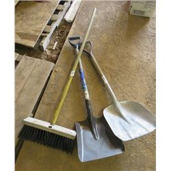 LOT OF 3 SHOP ITEMS (2 X SHOVELS, 1 X SHOP BROOM)