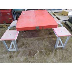 FOLDABLE PICNIC TABLE (BROKEN HANDLE)