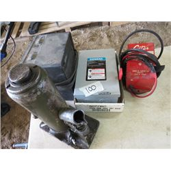 GENERAL DUTY ENCLOSED SWITCH (SIEMENS, 30 AMP, 120 VOLT) *CARTER BATTERY CHARGER, BOTTLE JACK, & SPA