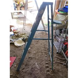 LADDER (BLUE) *4.5'*
