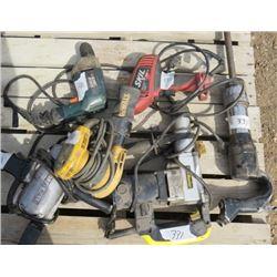 LOT OF 6 ELECTRIC HAND TOOLS (2 X HAMMER DRILLS, ETC) *BLACK AND DECKER, DEWALT, SKIL, ETC*