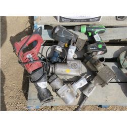 LOT OF HAND TOOLS (3 X INDUSTRIAL AIR TOOLS, KAWASAKI 21.6V, NAIL GUN, SKIL RECIPROCATING SAW) *8.5