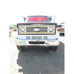 1976 CHEVROLET C60 GRAIN TRUCK (ROLL UP TARP) *2 SPEED AXLE* (METAL BOX AND HOIST) *98000 KM* (VIN C