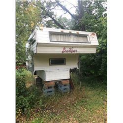 8' 19 Truck Camper- Scamper- fridge, stove, furnace