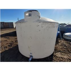 1700 GALLON POLY WATER TANK