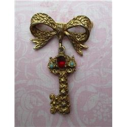 Vintage Baroque Key Brooch: Jewelry COLLECTION