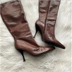 Vintage Ladies 1980 's  Size 8 1/2 Newport News Gator Boots