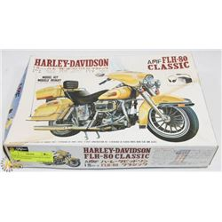HARLEY DAVIDSON FLH-80 CLASSIC 1:15 SCALE MODEL
