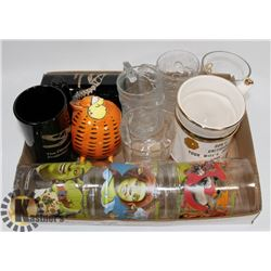 FLAT OF ASSORTED COLLECTIBLE GLASSWARE INCLUDING