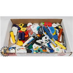 FLAT OF 150 BOX CUTTERS KNIVES.