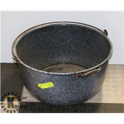 LARGE ENAMELED POT WITH NON MATCHING LID