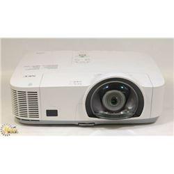 NEC SHORT THROW PROJECTOR 3000LUMENS NEW BULB HDMI
