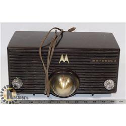 1950'S MOTOROLA BAKELITE RADIO