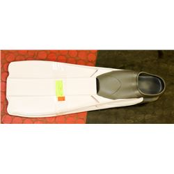 SIZE 6-7 SWIMMING FLIPPERS