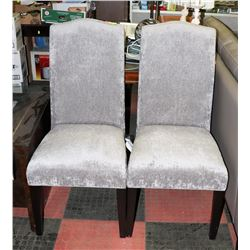 BOUTIQUE PAIR OF GREY FABRIC SIDECHAIRS