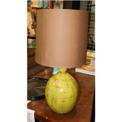 BOUTIQUE GREEN CERAMIC CRACKLE STYLE LAMP