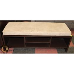 PADDED TOPPED BENCH.