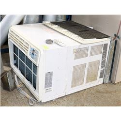 DANBY WINDOW AIR-CONDITIONING UNIT W/ REMOTE