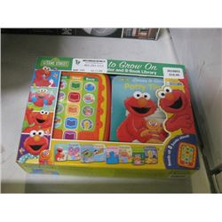 USED SESAME STREET ELECTRONIC READER AND 8 BOOK LIBRARY