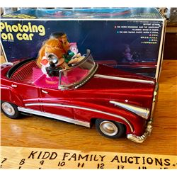 VINTAGE CHINESE MADE, BATTERY OPERATED MECHANICAL TOY CAR