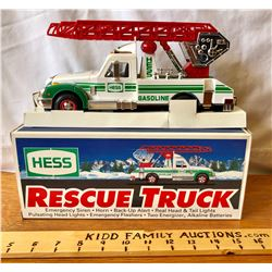 HESS BATTERY OPERATED TOY WRECKER WITH ORIGINAL BOX