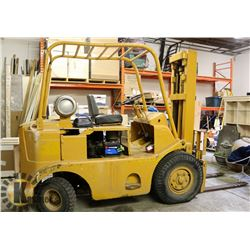CAT TOWMOTOR 6000LBS PROPANE FORKLIFT WITH BATTERY