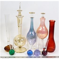 FLAT OF PERFUME BOTTLES AND DECOR GLASS.