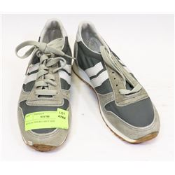 KIDS RUNNERS GREY SIZE 4 SHOES