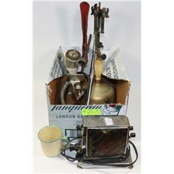 BOX OF VINTAGE & ANTIQUE ITEMS INCL LAMP, MEAT