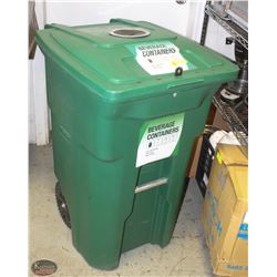 TOTER LARGE INDUSTRIAL GREEN GARBAGE BIN W/ WHEELS