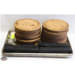 LOT OF 26 CORK HEAT MATS SOLD W/ 2 HALF SIZE BUN