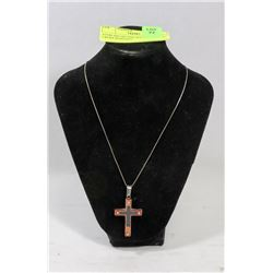 STERLING SILVER NECKLACE WITH CROSS PENDANT.