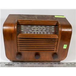 ANTIQUE 1940'S RCA VICTOR A-23 TUBE RADIO