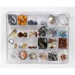 LOT OF ASSORTED JEWELLERY