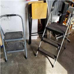 2 FOLDING STEP LADDERS AND 2 FOLDING STOOLS