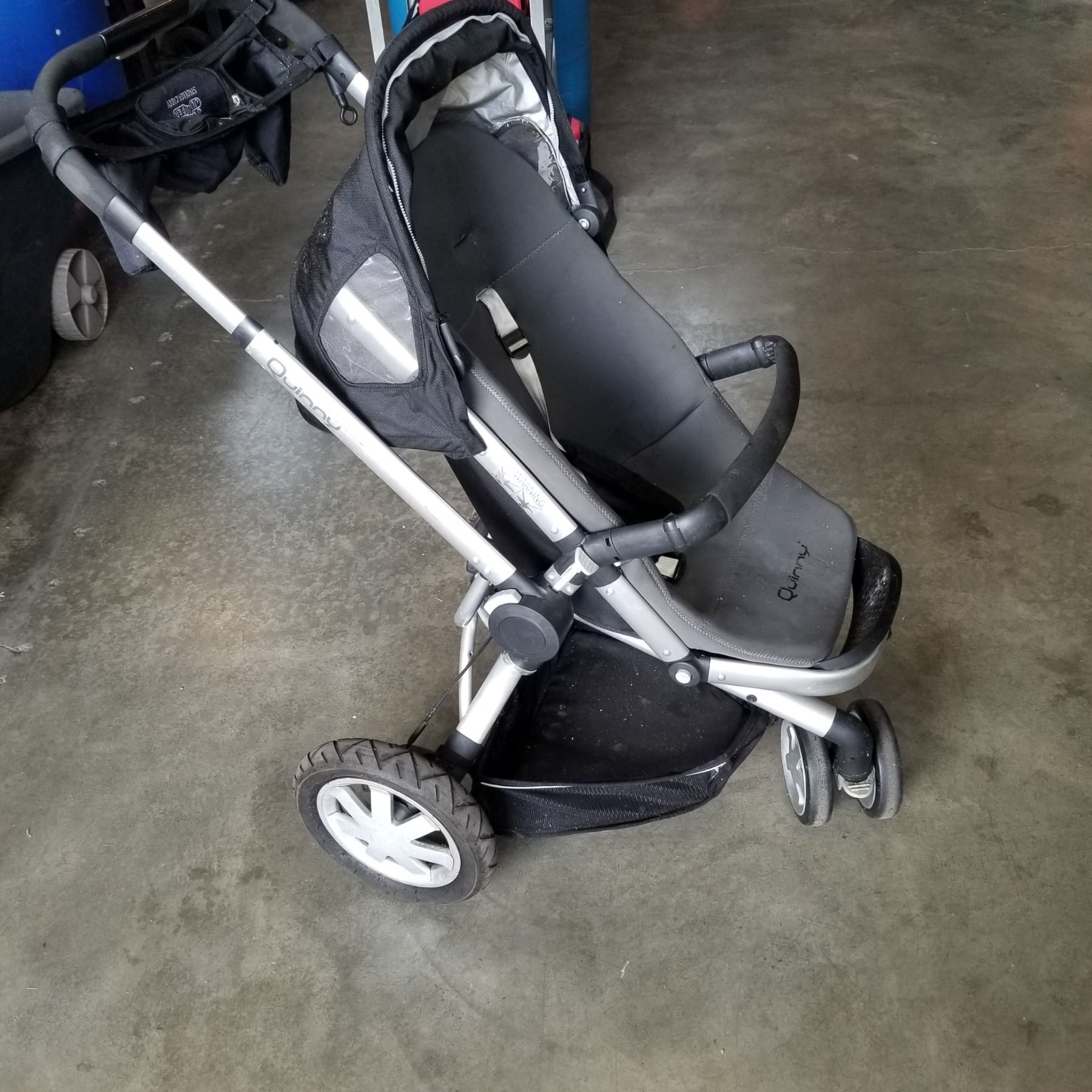 QUINNY FOLDING STROLLER - Big Valley Auction
