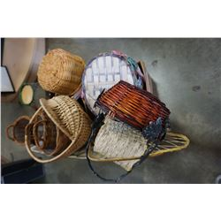 BOX OF WICKER AND RATTAN BASKETS