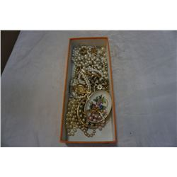 TRAY OF PEARL ESTATE JEWELLERY