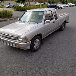 1989 TOYOTA PICKUP TRUCK, 2 DOOR, 5 SPEED STANDARD, 489330KM, REBUILT WITH KEY AND REGISTRATION